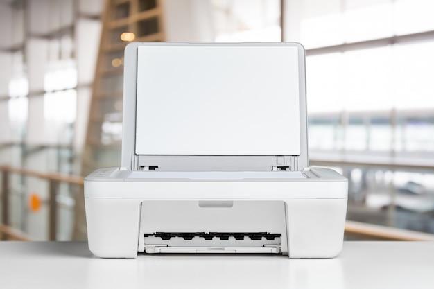 Drucker auf dem tisch