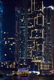 Dubai marina in der nacht