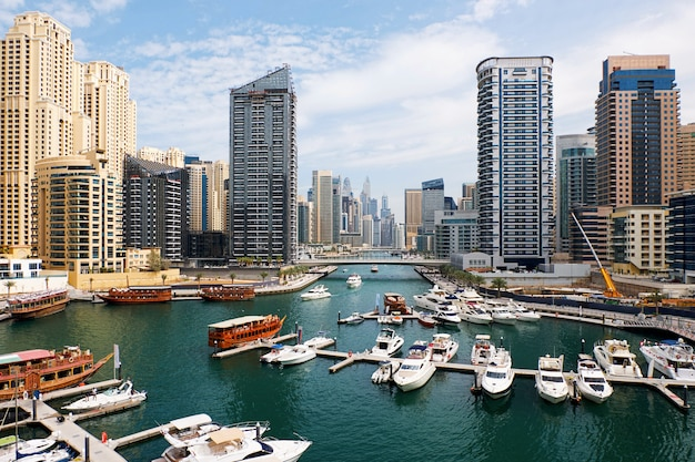 Dubai marina mit booten