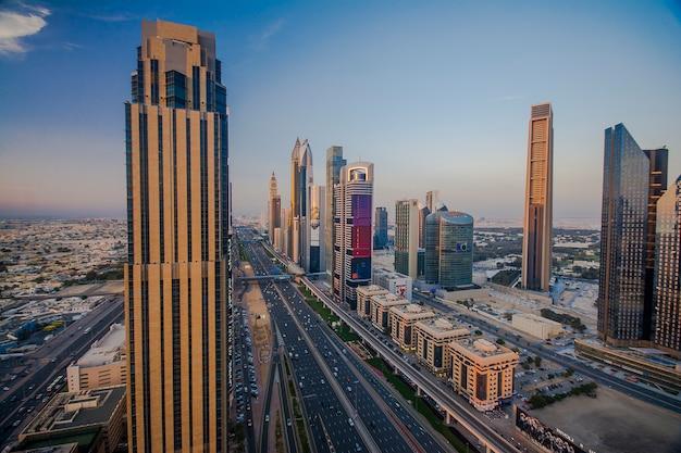Dubai skyline am abend
