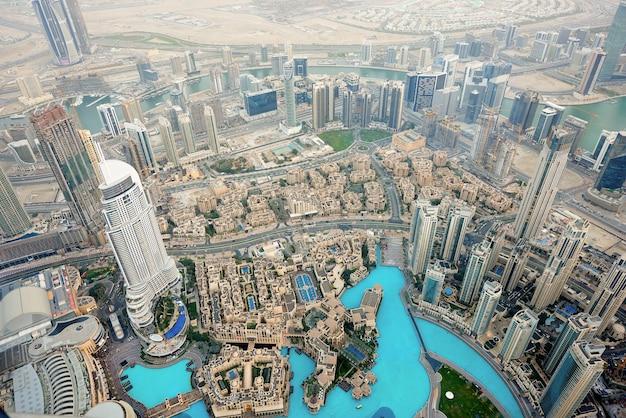 Dubai stadtbild bei sonnenuntergang