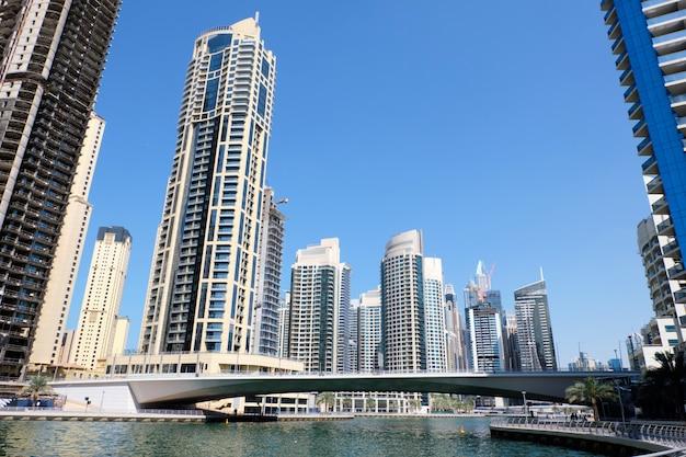 Dubai-stadtbild mit gebäuden