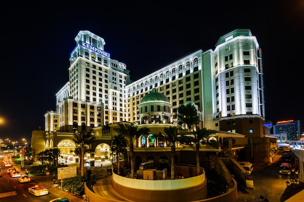 Dubai, vereinigte arabische emirate - 10. november: mall of emirates in dubai kempinski hotel