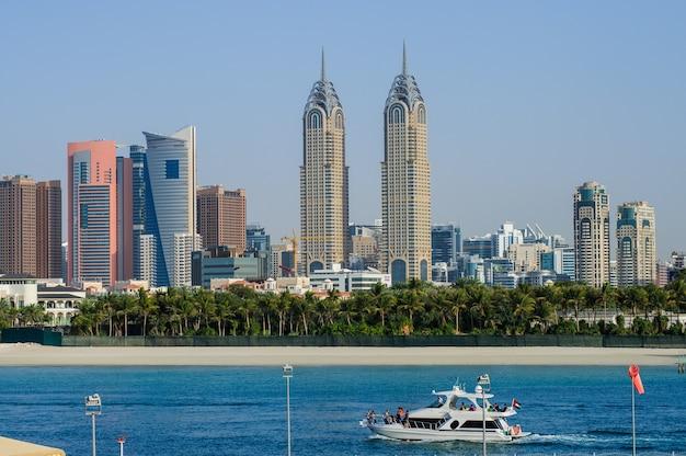Dubai, vereinigte arabische emirate - 20. fabryar - der teil der dubai holding in dubai media city (dmc) ist eine steuerfreie zone in dubai
