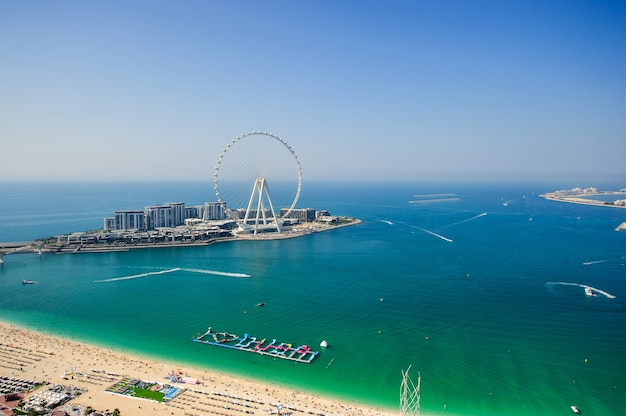 Dubai, vereinigte arabische emirate. 25. dezember 2020 blick auf die blaue wasserinsel, jbr. Premium Fotos