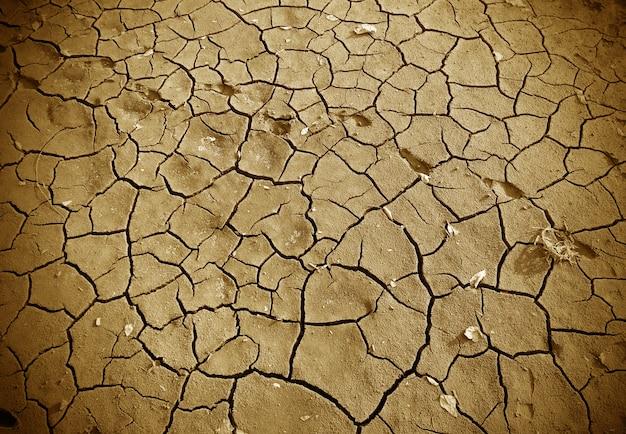Dürre zerbrach land