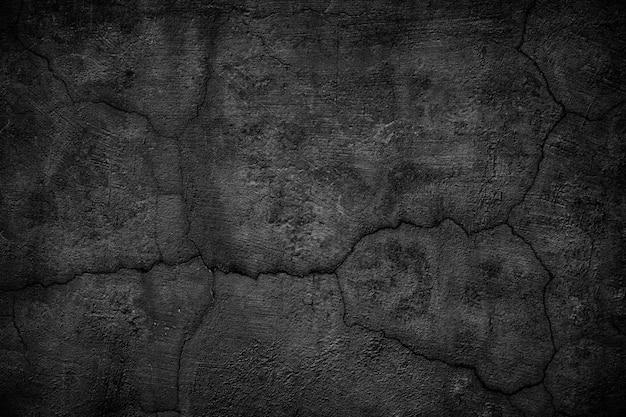 Düstere betonwand mit rissen