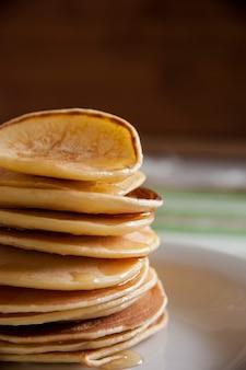 Duftende pfannkuchen zum frühstück