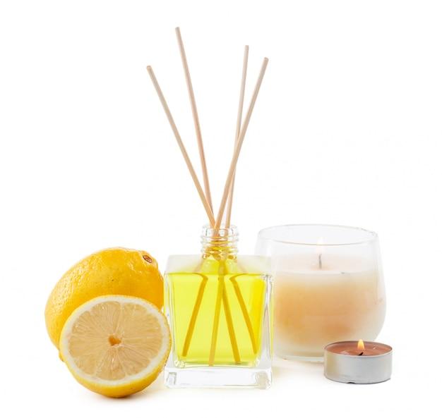 Duftstäbchen oder flasche duftdiffusor mit zitrone