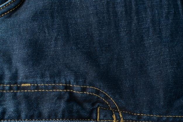 Dunkelblauer jeansbeschaffenheitshintergrund mit kopienraum