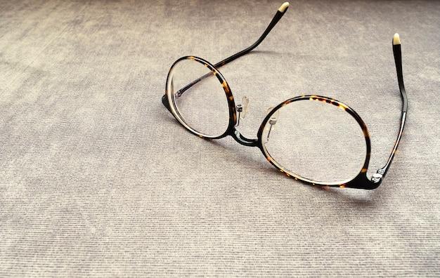 Dunkelbraune brille