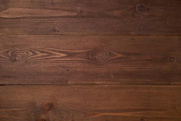 Dunkelbrauner hölzerner hintergrund mit kiefernholz, struktur des holzes mit knoten