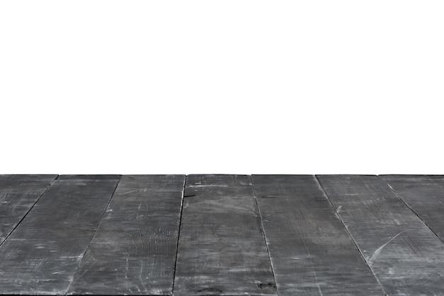 Dunkelgrauer leerer alter holztisch auf weißem hintergrund zur demonstration und montage ihrer produkte und sachen. verwenden sie das stapeln des fokus, um die volle schärfentiefe zu erzielen.