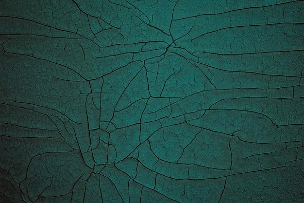 Dunkelgrüne rissige emaille-textur, knisternder kunsthintergrund