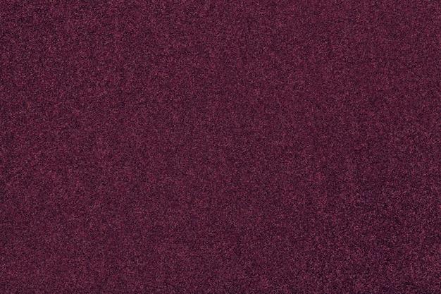 Dunkelpurpurne matte veloursledergewebenahaufnahme. velvet textur aus filz.