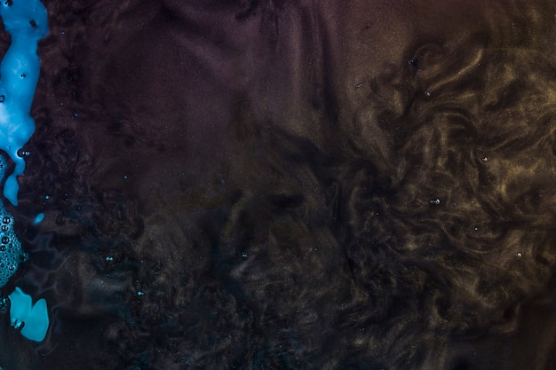 Dunkelpurpurnes wasser