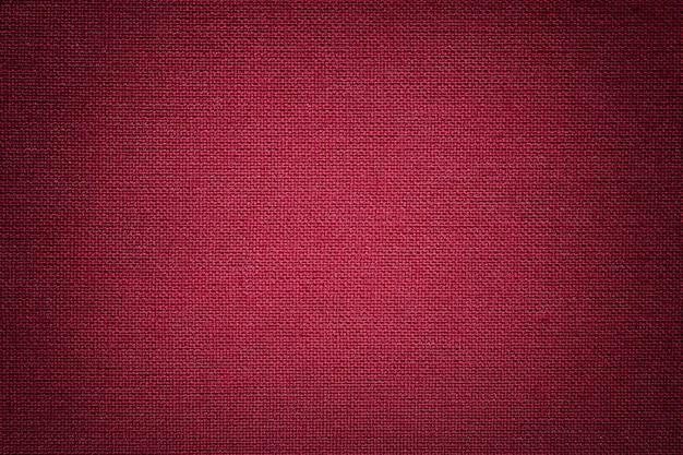 Dunkelroter hintergrund aus einem textilmaterial