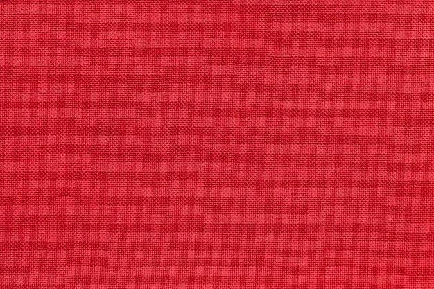 Dunkelroter hintergrund von einem textilmaterial mit weidenmuster, nahaufnahme.