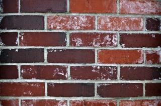 Dunkle brick wall