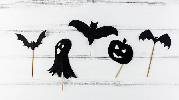 Dunkle gruselige papierfiguren für halloween