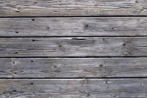 Dunkle hölzerne hintergrundbeschaffenheit. alte zaunplatten mit natürlichem pa