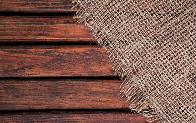 Dunkle holzstruktur und stoff. textilien und holz. textile textur.