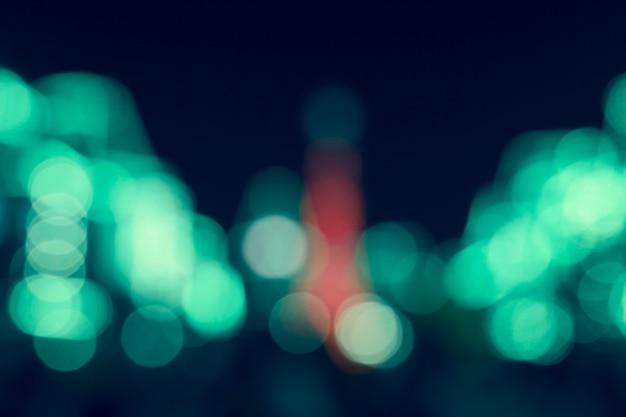 Dunkle nachtlichter verschwommene moderne stadt