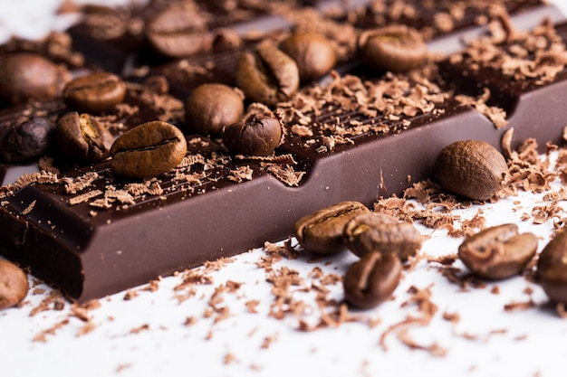Dunkle schokolade mit kaffee