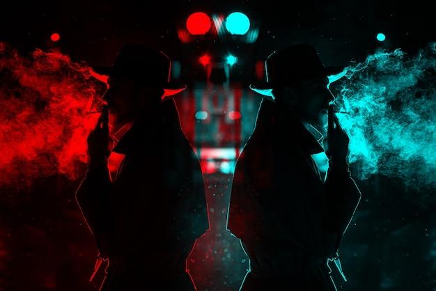 Dunkle silhouette eines mannes mit hut rauchen einer zigarette im regen auf einer nachtstraße. 3d-glitch-virtual-reality-effekt