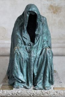 Dunkle statue