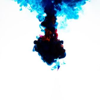 Dunkle tinte wolke unter wasser