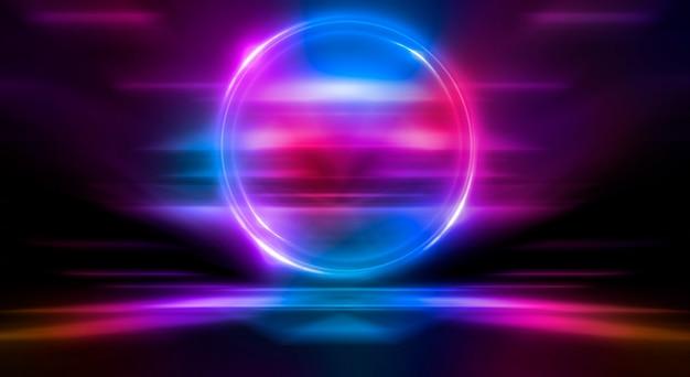 Dunkler abstrakter hintergrund neonlichtkreisfigur reflexion des neonlichts auf dem wasser
