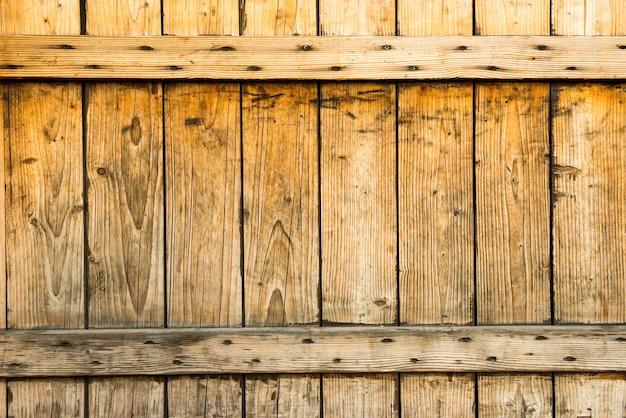 Dunkler alter holzzaun aus holzbohlen für textur und hintergrund