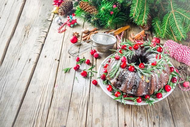 Dunkler schokoladenlebkuchenweihnachten-bundt kuchen