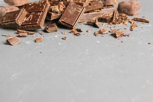 Dunkler schokoladenstapelhintergrund