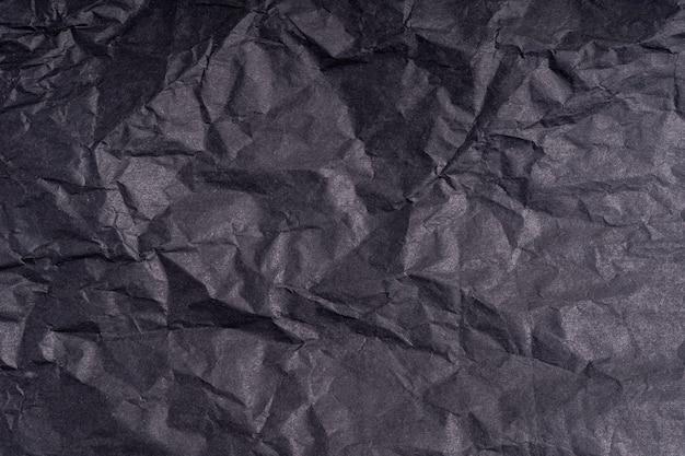 Dunkles zerknittertes papier