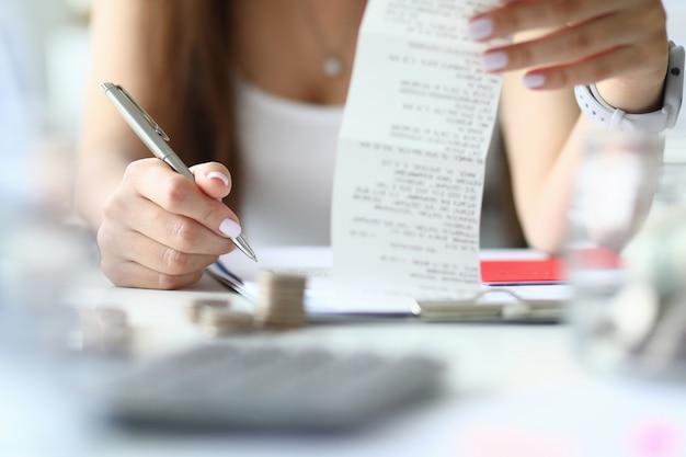 Durchdachte haushaltsplanung und steuerberechnung.