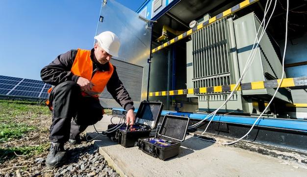Durchführung von elektrischen messarbeiten am leistungstransformator