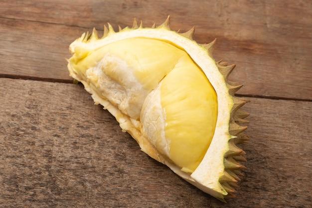 Durian, könig der früchte, durian auf holztisch