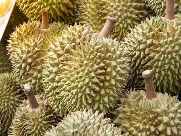 Durianfrucht auf dem markt.