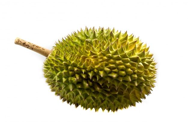 Durianfrucht auf weißem hintergrund, eine nahaufnahme von durian