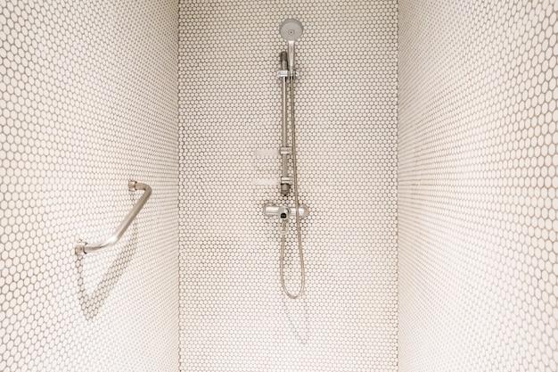 Dusche mit griff