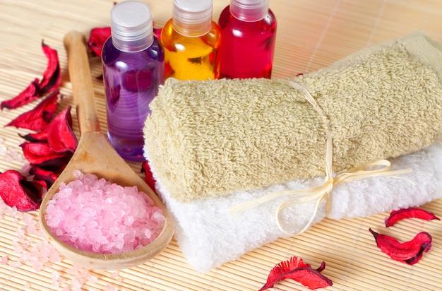 Duschgel, badesalz und handtücher