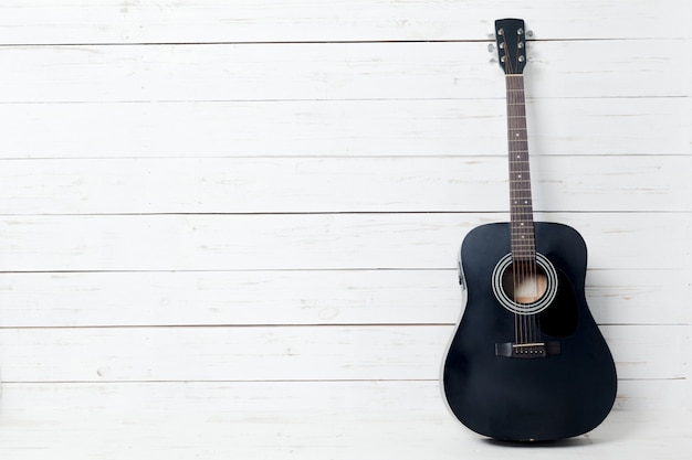 E-gitarre auf altem hölzernem copyspace