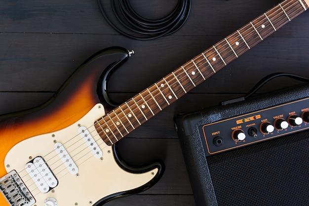 E-gitarre auf dunkler oberfläche