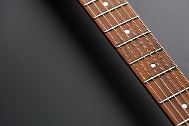 E-gitarre, nahaufnahme auf holzgriffbrett, niemand. streichmusikinstrument, electro-sound, elektronische musik, ausrüstung für bühnenkonzerte
