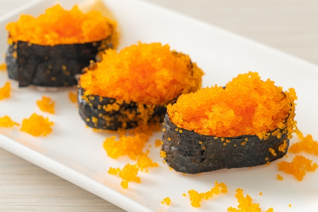 Ebiko sushi oder shrimps egg sushi - japanische küche