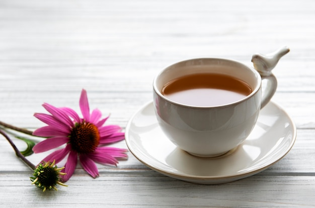 Echinacea tee mit blumen