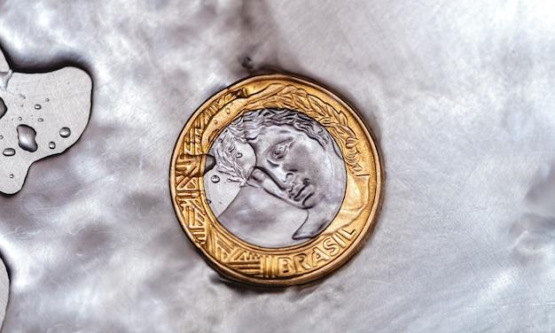 Echte brl brasilianische währung im geldwäschekonzept