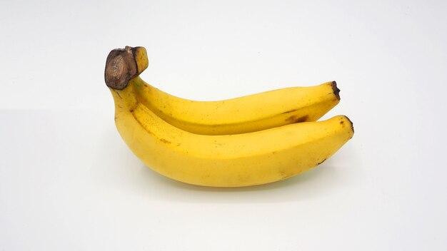 Echte zwei gelbe banane aus bangkok thailand ohne retusche und weißem hintergrund studioaufnahme und isoliert.